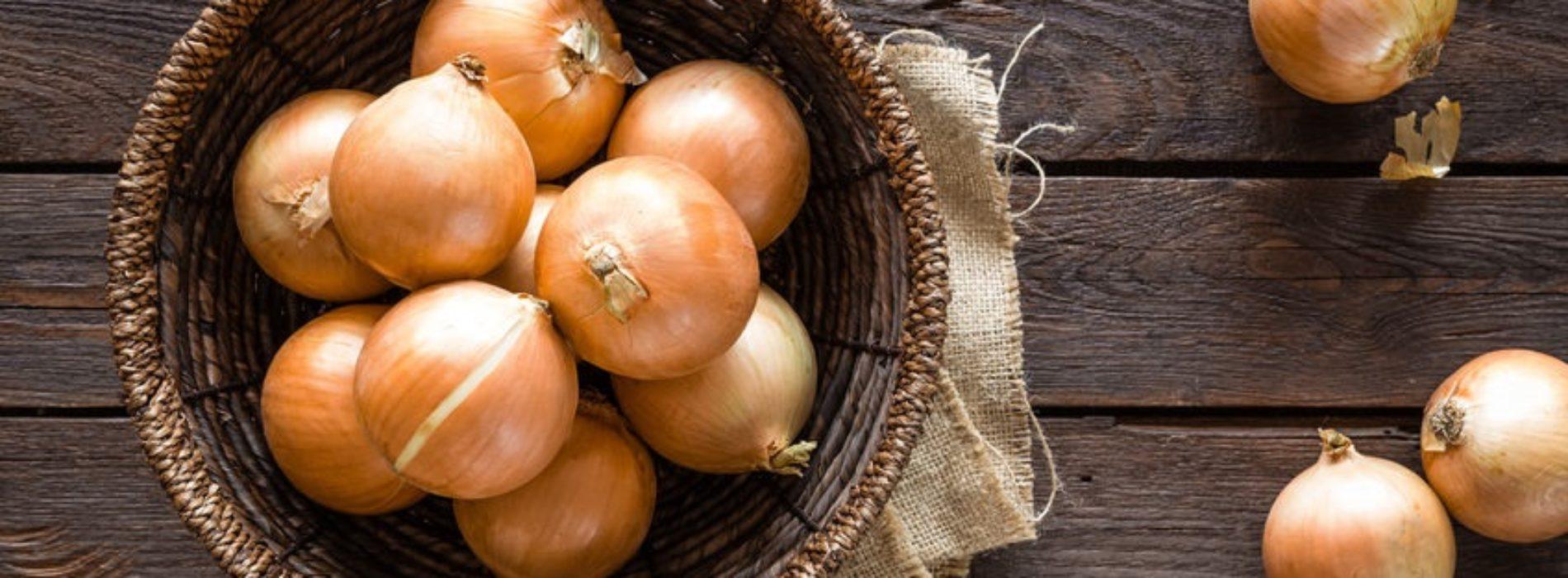 Syrop z cebuli – różne przepisy, jak zrobić, jak przechowywać i na co pomaga?